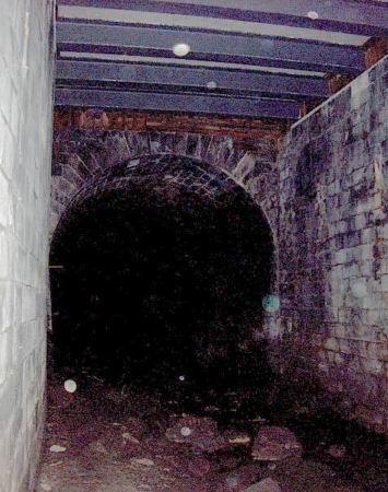 Antigo tunel da Alfandega - Entrada actualmente tapada